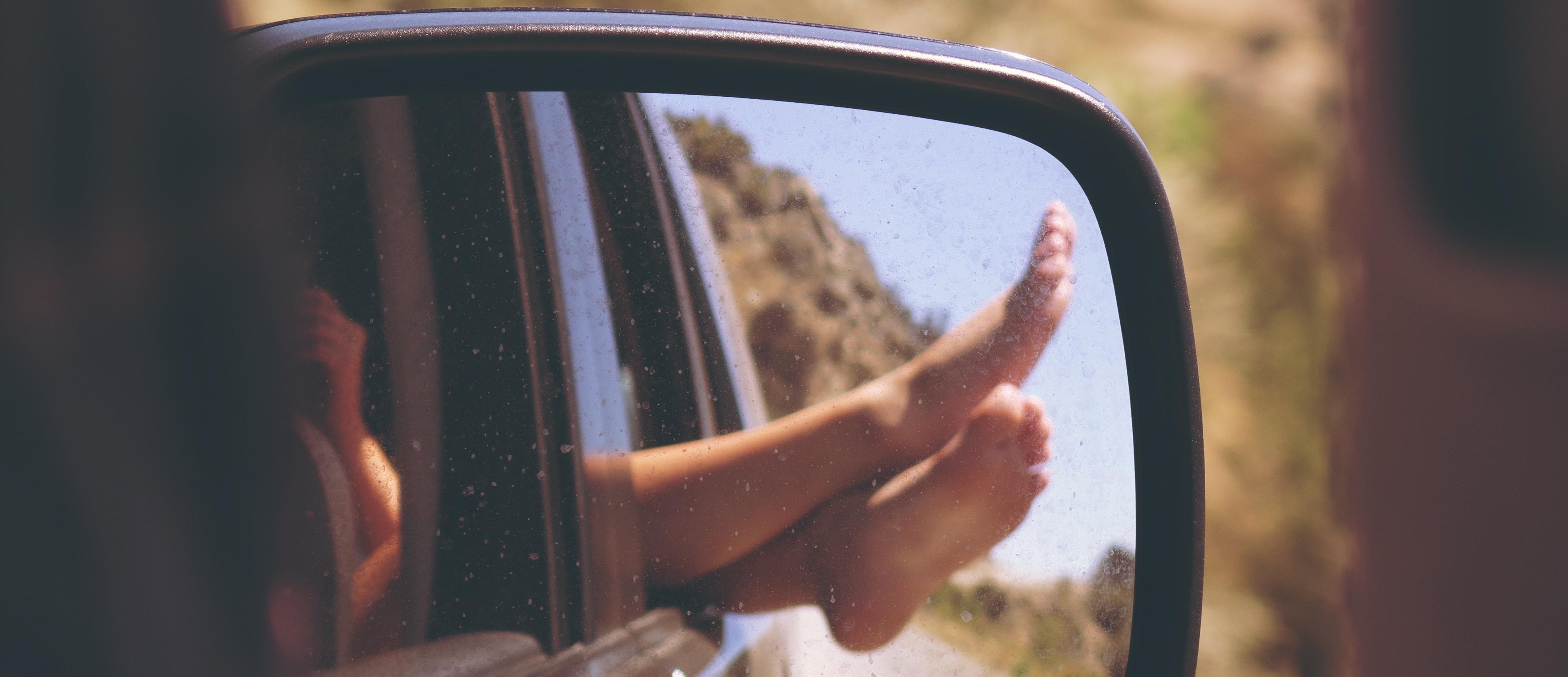 Vérifier son véhicule à la maison avant de partir en vacances
